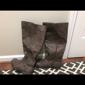 Brown leather boots, tall with ankle zipper